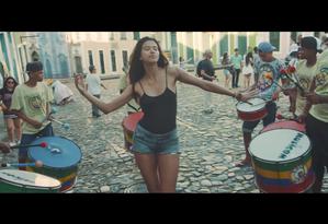 Cena do clipe 'Back in Brazil', do novo álbum de Paul McCartney Foto: Reprodução