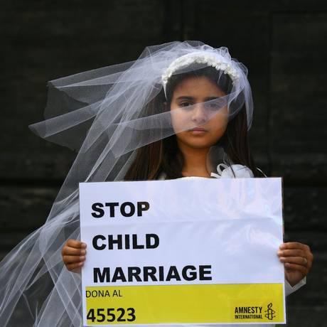 Casamentos só são permitidos após os 16 anos na Malásia, mas tribunais islâmicos permitem que regra seja burlada Foto: GABRIEL BOUYS / AFP