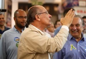 O candidato Geraldo Alckmin (PSDB), durante visita a centro de comércio popular em São Paulo Foto: Marcos Alves / Agência O Globo