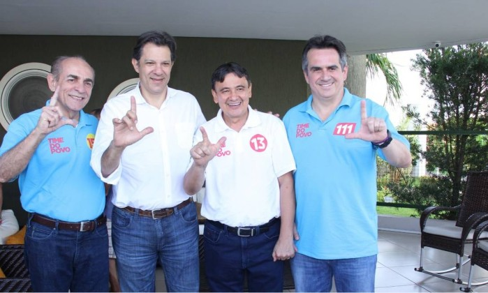 "Aliado de Alckmin, Ciro Nogueira, presidente do PP, faz o ""L"" de Lula Foto: Jardenya Bezerra"