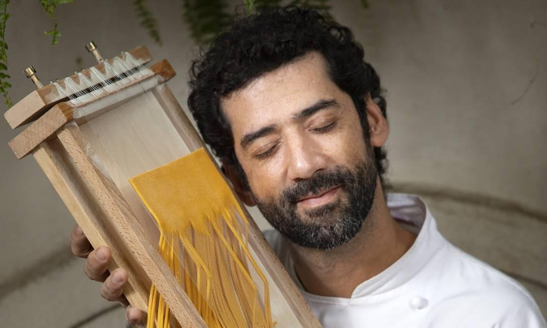 Nello Garaventa com sua chitarra para espaguete Foto: Ana Branco / Agência O Globo