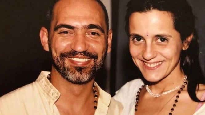 Prem Baba diz ter recebido autorização de seu mestre Maharajji para manter relações sexuais tântricas com sua shakti, a seguidora Marcela Zuccon Foto: Arquivo pessoal
