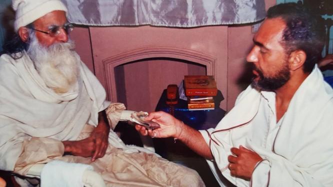 Mestre Maharajii (à esquerda) com Prem Baba Foto: Arquivo pessoal