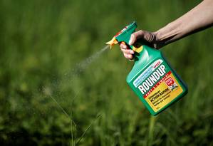 Herbicida Roundup, da Monsanto, produto contém glifosato Foto: Reuters/Benoit Tessier/06-05-2018