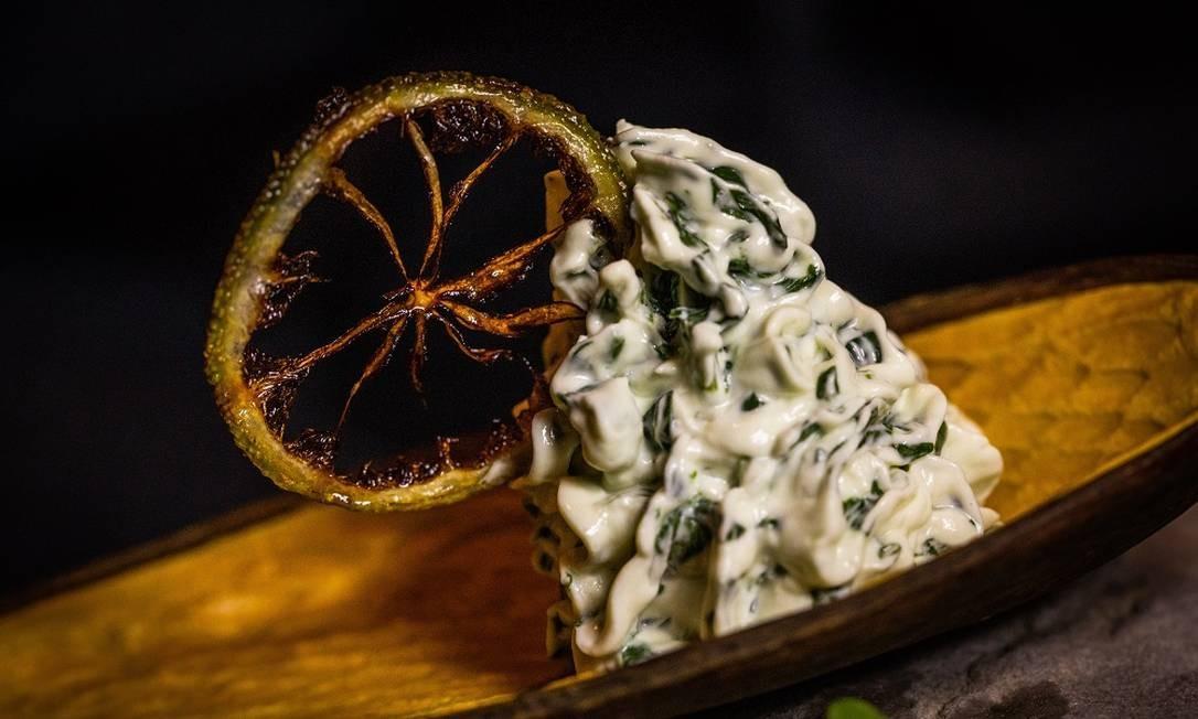 No Barão Gastronomia, patê de agrião com queijo curado da Serra e chips de limão Foto: Bárbara Lopes / Agência O Globo