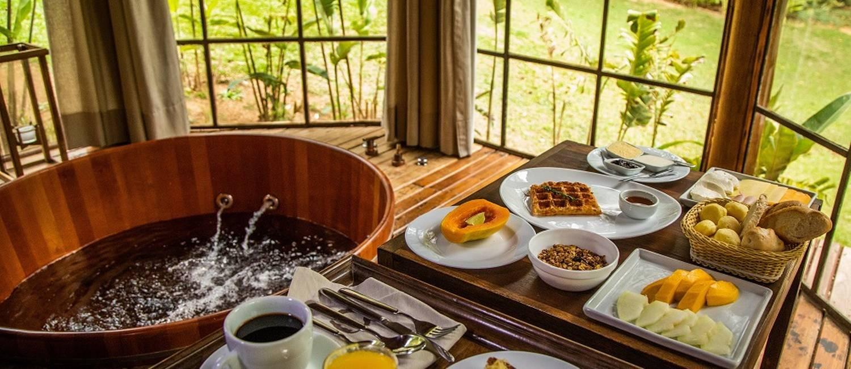 Café da manhã servido no chalé do Tankamana Foto: Bárbara Lopes / Agência O Globo