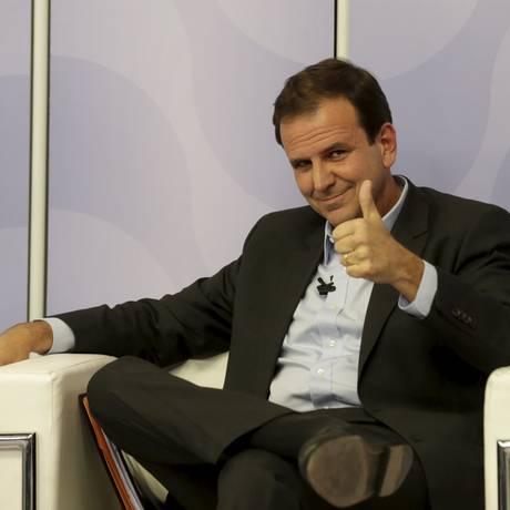 Eduardo Paes em debate do SBT Foto: MARCELO THEOBALD / Agência O Globo