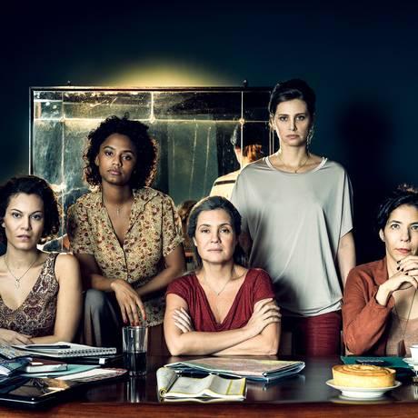 As personagens Stela (Adriana Esteves), Vera (Fernanda D'Umbra), Eugênia (Paula Possani), Daiane (Jéssica Ellen) e Maria José (Hermila Guedes) Foto: Ramón Vasconcelos / Rede Globo