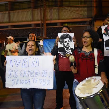 Manifestação contra a decisão do presidente Morales de impedir a entrada do líder da comissão anticorrupção da ONU, na Cidade da Guatemala Foto: JOHAN ORDONEZ / AFP
