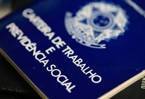 Carteira de Trabalho Foto: Roberto Moreyra/Agência O Globo/10-07-2018