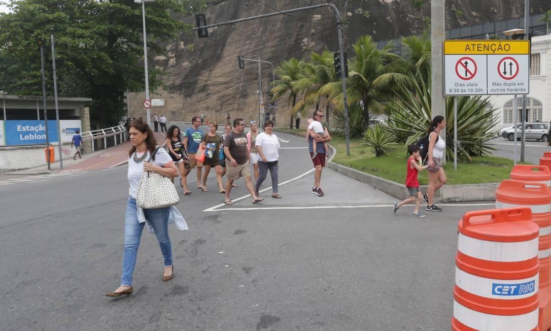 Tiroteio no Vidigal assustou moradores e fechou a Avenida Niemeyer Foto: Marcio Alves / Agência O Globo