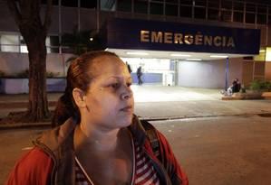 Ruth de Souza fala sobre o descaso dos funcionário do Albert Schweitzer com o marido, Celio Luiz Camilo Foto: Paulo Nicolella / Agência O Globo