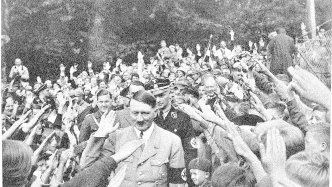 O ditador Adolf Hitler, sendo saudado por seguidores do nazismo na Alemanha Foto: PROJETO 2000