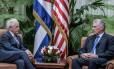 Encontro entre Bob Corker, senador dos EUA, e presidente cubano, Miguel Díaz-Canel: tensão entre países foi debatida em Havana Foto: HO / AFP