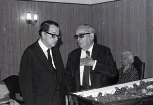 O embaixador José Jobim, no enterro de seu irmão Danton Jobim, em 1978 Foto: Luis Alberto / Agência O Globo