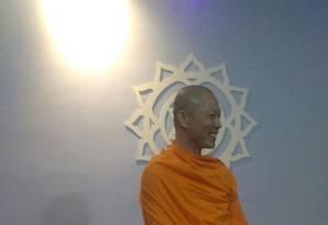 O monge budista Phra Tatthan Tanaphakphisit passa temporada no Rio Foto: Divulgação