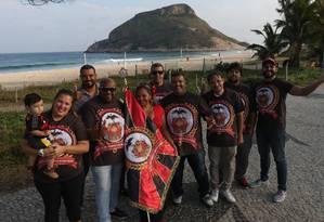Paixão pelo Flamengo e pelo samba uniu grupo de moradores no Recreio Foto: Pedro Teixeira / Agência O Globo