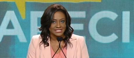 A jornalista Joyce Ribeiro mediou o debate da TV Aparecida com presidenciáveis Foto: Reprodução