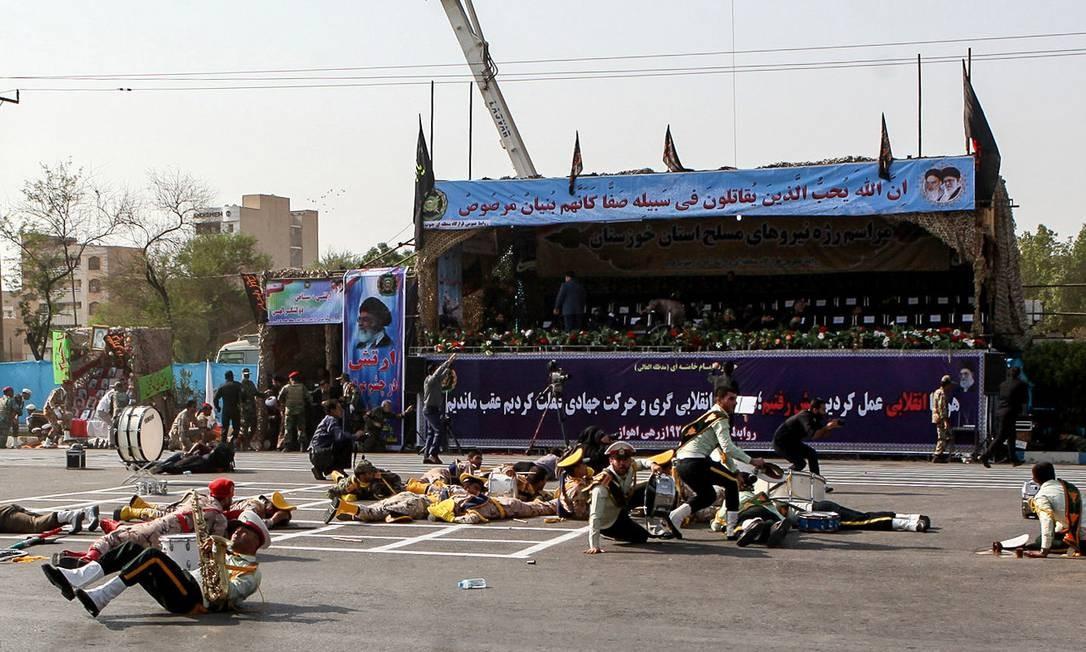 Os autores tentaram atirar em oficiais militares no palanque Foto: ALIREZA MOHAMMADI / AFP