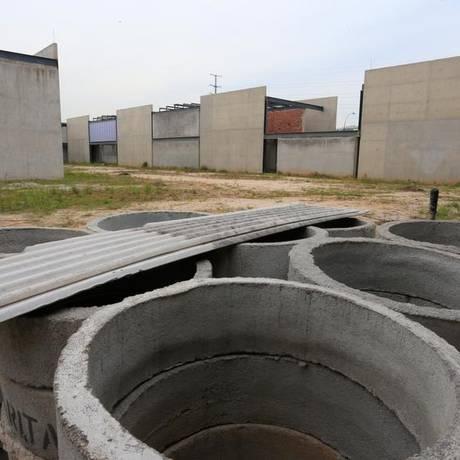 Desperdício. As obras paradas da nova sede do museu na Barra da Tijuca Foto: Roberto Moreyra / Agênca O GLOBO