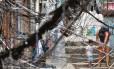Emaranhado de fios na comunidade da Rocinha, em Sao Conrado, na Zona Norte do Rio de Janeiro Foto: Marcos de Paula / Agência O GLOBO