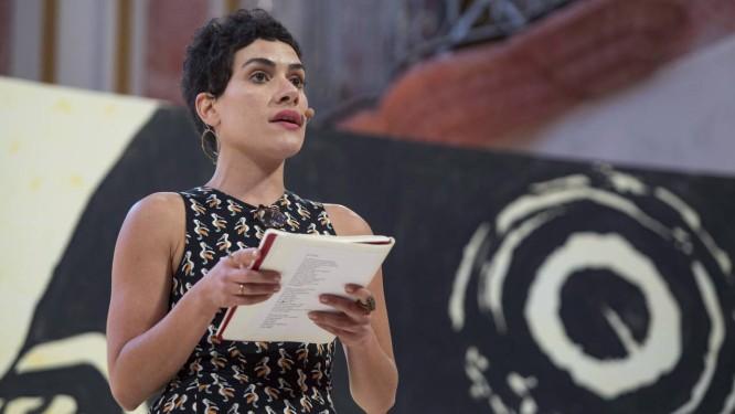 A poeta Adelaide Ivanova na Festa Literária Internacional de Paraty de 2017 Foto: Ana Branco / Agência O Globo