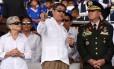 O atual presidente de Honduras, Juan Orlando Hernández, que mudou a composição da Suprema Corte para aprovar a reeleição, com o chefe das Forças Armadas, René Ponce Fonseca Foto: ORLANDO SIERRA / AFP