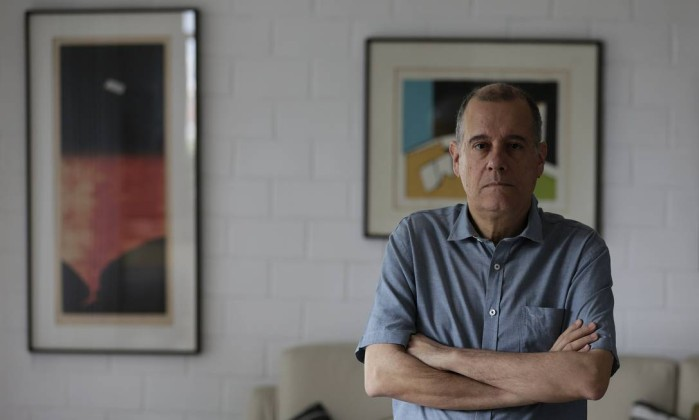 O poeta e tradutor Paulo Henriques Britto Foto: Gustavo Miranda / Agência O Globo