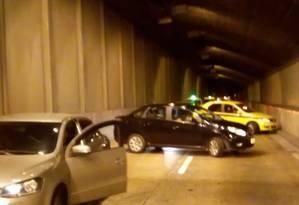 Motoristas retornaram na contramão em assalto no Túnel Santa Bárbara, em setembro Foto: Reprodução / Redes sociais