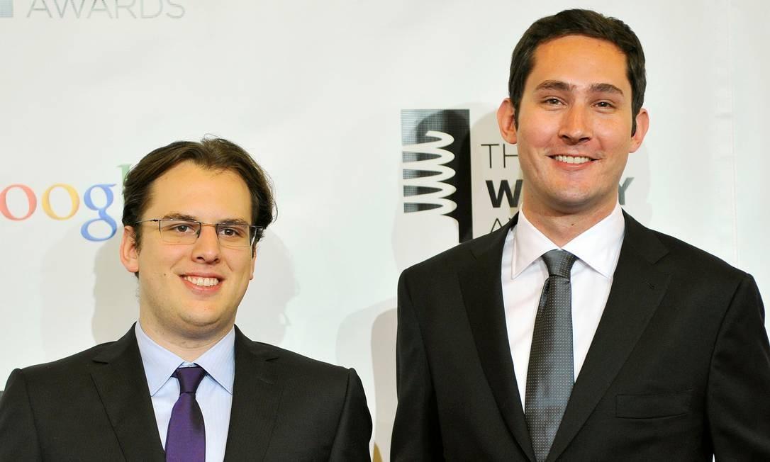Os fundadores do Instagram Mike Krieger (esquerda) e Kevin Systrom participam do 16º Webby Awards, em Nova York Foto: Stephen Chernin / REUTERS