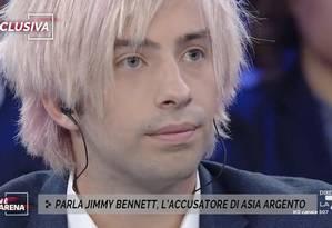 O ator Jimmy Bennett responde a perguntas sobre a acusação de estupro contra Asia Argento Foto: Reprodução