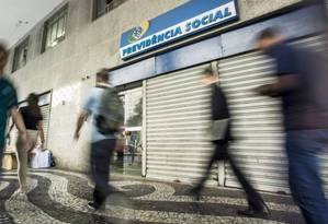 Aposentados conseguem suspender o desconto na Justiça Foto: Arquivo