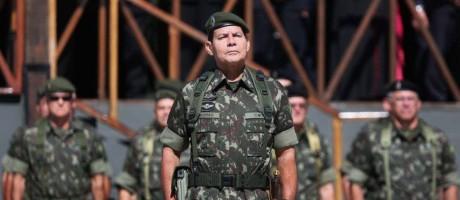 Vice-candidato a presidente, o general da reserva Hamilton Mourão defende uma nova Constituição Foto: Diego Vara / Agência O Globo