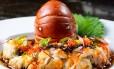 Sashimi de lagosta com trufas negras, masago e molho havaiano, prato do Soho Foto: Lipe Borges / Divulgação