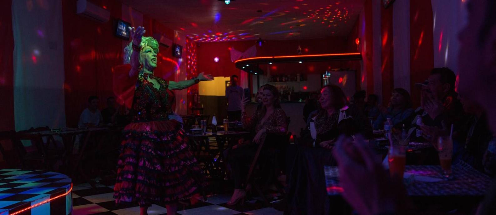 """Miss Biá em performance. Ela elogia Pabllo Vittar, mas pondera sobre as drag queens: """"São parecidas, falta criatividade"""" Foto: Leo Martins / Agência O Globo"""