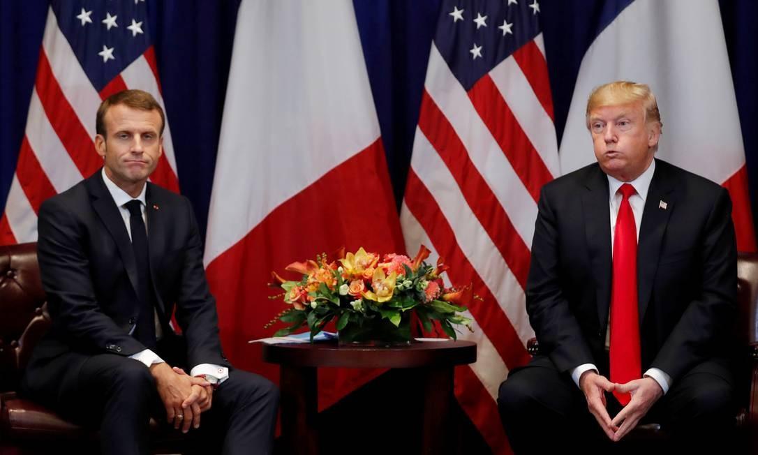 """Após discursarem com pensamentos opostos sobre o Irã na 73ª Assembleia Geral da ONU, o presidente da França, Emmanuel Macron, e o presidente dos EUA, Donald Trump, não demonstraram em seu encontro o clima de """"bromance"""", visto em abril deste ano. Na ocasião, Macron fez uma visita à Casa Branca, a primeira de um chefe de Estado em que Trump foi anfitrião. Os dois trocaram risadas e abraços em público, como grandes amigos. Hoje, ambos tinham feições sérias... Foto: CARLOS BARRIA / REUTERS"""
