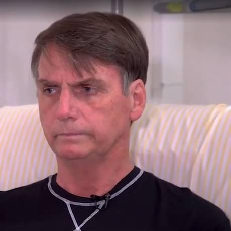 Jair Bolsonaro concede entrevista no hospital Foto: Picasa / Reprodução