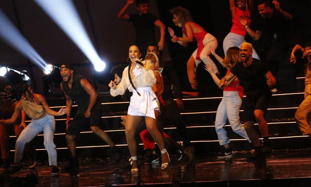 Ivete Sangalo, que ganhou o prêmio de melhor cantora, se apresenta no palco da Jeneusse Arena Foto: Marcos Ramos / Agência O Globo