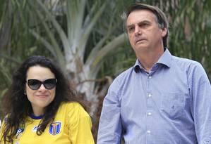 O candidato à Presidência da República Jair Bolsonaro e Janaina Paschoal em campanha em Catanduva Foto: Edilson Dantas / Agência O Globo