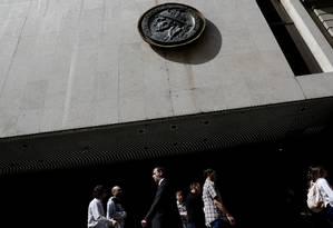 A fachada da Bolsa de Valores de Buenos Aires, em setembro deste ano Foto: Marcos Brindicci / Reuters
