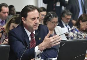 O senador Acir Gurgacz (PDT-RO), na Comissão de Serviços de Infraestrutura do Senado Foto: Geraldo Magela/Agência Senado/04-09-2018