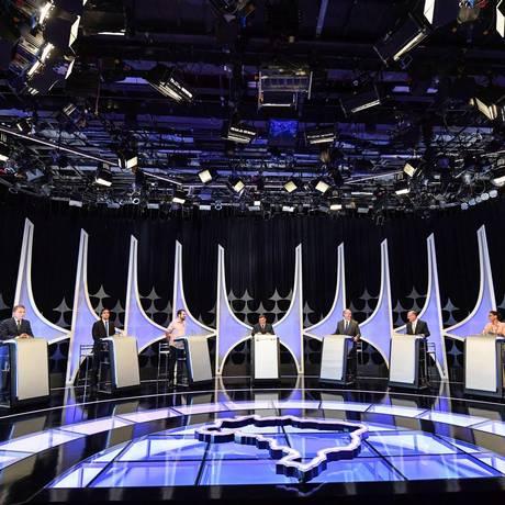 Oito candidatos à Presidência da República participaram nesta quarta-feira (26) de um debate do SBT Foto: NELSON ALMEIDA / AFP