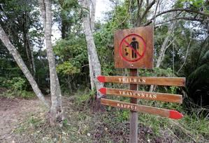 Sinalização na Travessia Tupinambá: programa contará com circuitos para manutenção de trilhas Foto: Márcio Alves / Agência O Globo