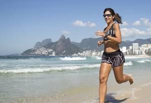 >Acordei Fitness> Priscilla Azevedo corre tanto na areia quanto no asfalto Foto: Divulgação/ Helena Barreto
