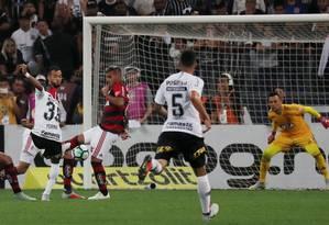 Corinthians e Flamengo em partida do ano passado Foto: PAULO WHITAKER / REUTERS