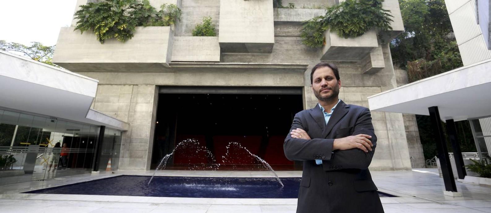Bisneto de Niemeyer, Paulo Sérgio organiza o fórum com painéis que acontecerão no Teatro Adolpho Bloch Foto: Marcelo Theobald / Agência O Globo