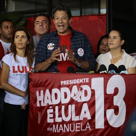 O candidato do PT à Presidência, Fernando Haddad, cumpre agenda em Goiânia nesta sexta-feira Foto: Jorge William / O Globo