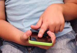 Mais de duas horas na frente de eletrônicos é prejudicial para crianças Foto: Divulgação