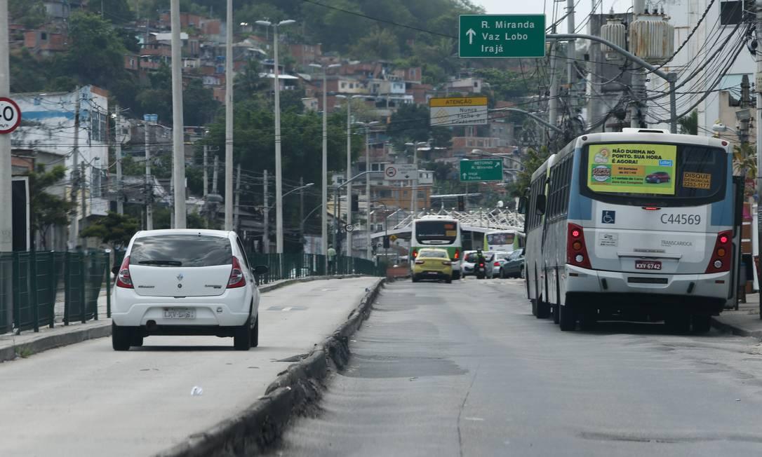 Transitar em via ou faixa exclusiva é proibido Foto: Pedro Teixeira / Agência O Globo