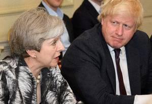 Em junho de 2017, May fala ao lado do seu então chanceler, Boris Johnson Foto: POOL New / REUTERS